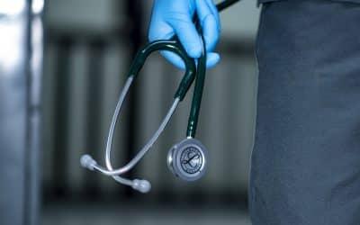 Biologiste médical :  que choisir entre le statut tns et le statut salarié ?