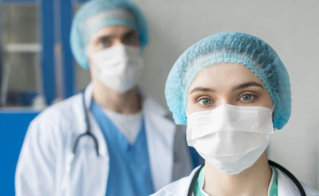 Ofertă de loc de muncă în Franța: de ce sunt recrutați din ce în ce mai mulți medici geriatri în spitalele franceze?