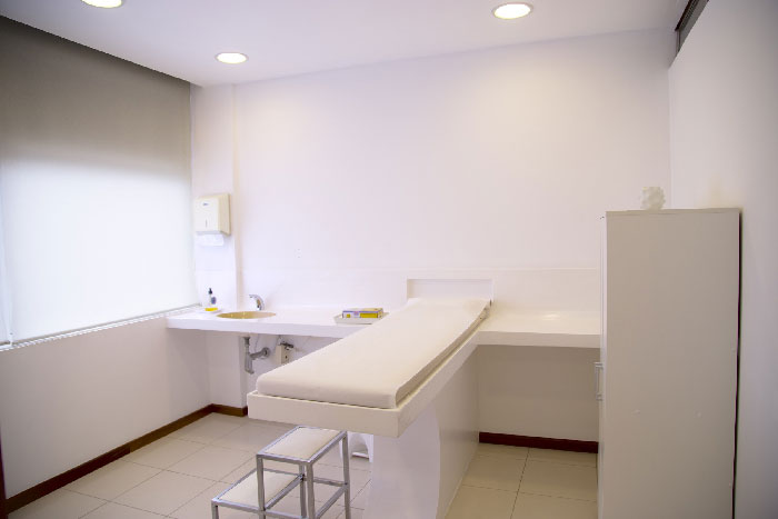 A general practitioner may practice in a private or public hospital structure.